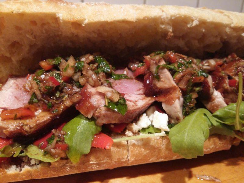 Baguette mit Schweinefilet und Chimichurri