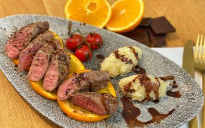 Lamm mit Schokoladensauce und Selleriestampf